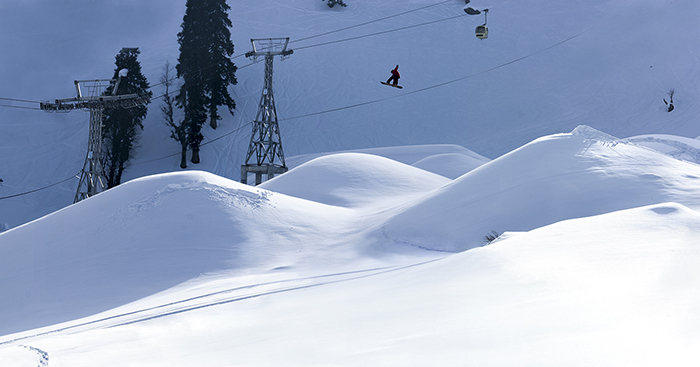 Snowboard-Photo-Nelson-Pratt-Kashmir-by-Natalie-Mayer