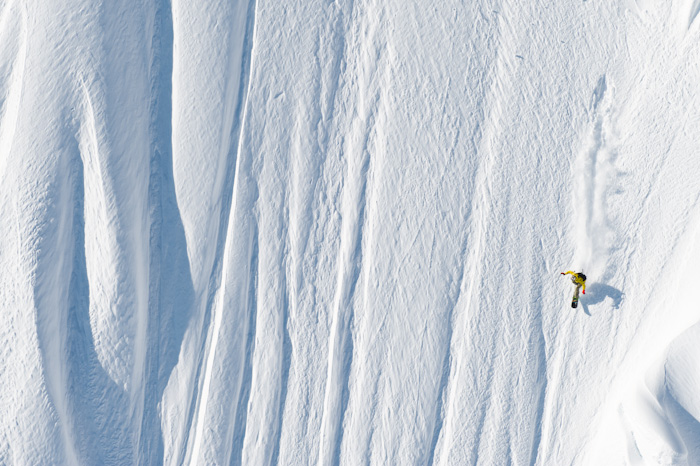 Snowboard-Photo-Nicolas-Muller-Straightline-in-Haines-Alaska-by-Oli-Gagnon