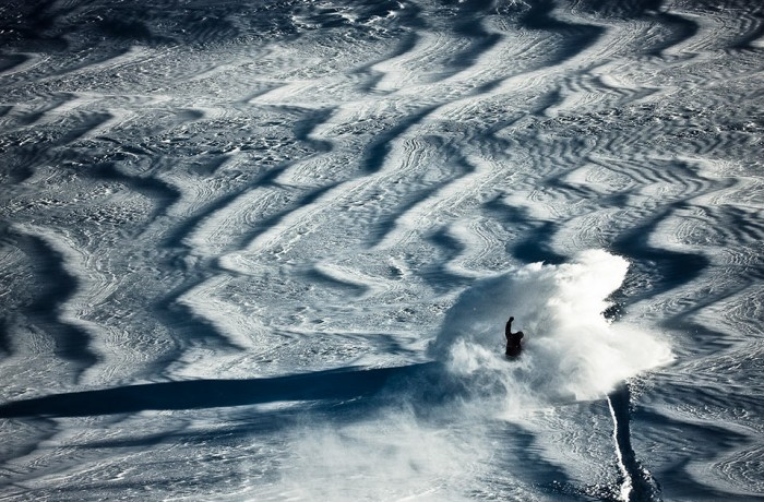 Snowboard-Photo-Levi-Luggen-Spray-Fiescheralp-by-Silvano-Zeiter