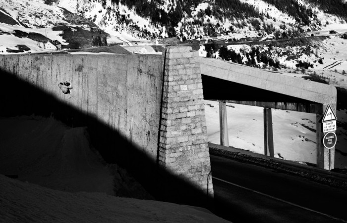 Snowboard-Photo-Pierre-DeLeRue-Layback-Wall-Col-du-Lautaret-by-Remy-Barreyat