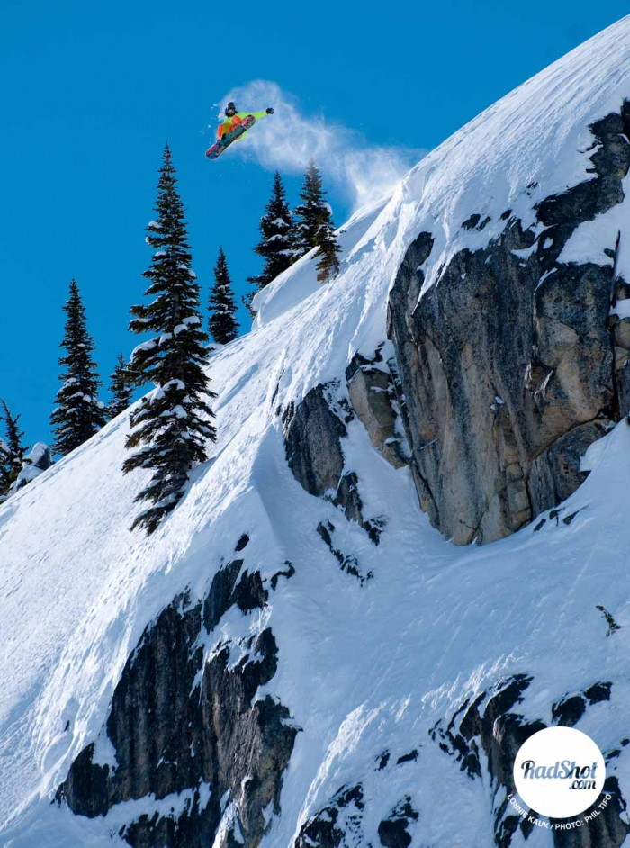 Snowboard-Photo-Lonnie-Kauk-Cliff-Canada-by-Phil-Tifo