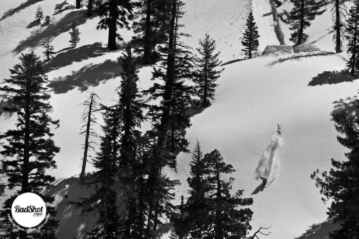 Snowboard-Photo-Aaron-Biittner-Powder-Landing-Tahoe-by-Jeff-Curtes