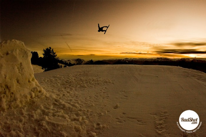 Snowboard-Photo-Alex-Evequoz-Silhouette-Jump-Chamrousse-by-Matt-Georges