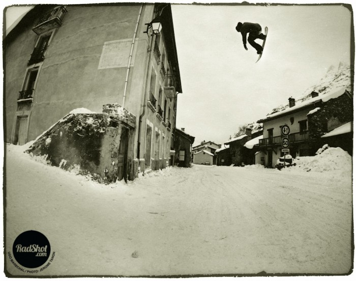 Snowboard-Photo-Ugo-Marachel-Frontside-360-Street-Bonneval-by-Jerome-Tanon