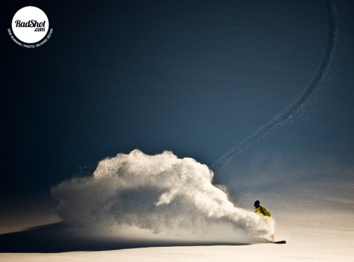 Snowboard-Photo-Sebi-Bumann-Powder-Spray-Saas-Fee-by-Silvano-Zeiter