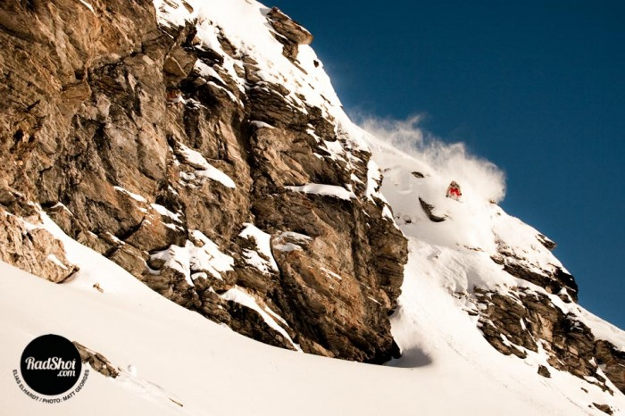 Snowboard-Photo-Elias-Elhardt-Cliff-Bonneval-by-Matt-Georges