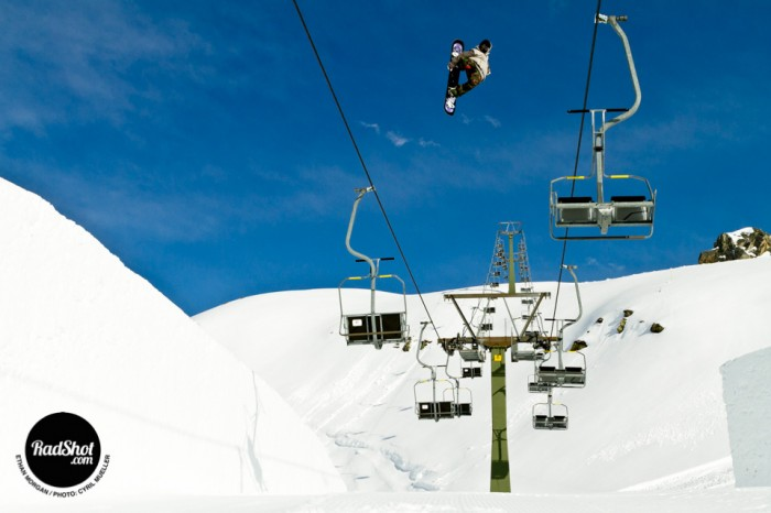 Snowboard-Photo-Ethan-Morgan-Chirlift-Jump-Montafon-Austria-by-Cyril-Mueller