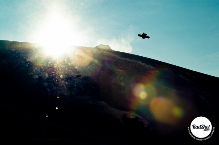 Snowboard-Photo-Steve-Gruber-Jump-Sunlight-Zillertal-Austria-by-Vanessa-Andrieux